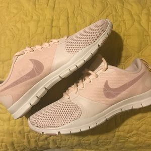 Brand New Women's Nike Flex Essential TR